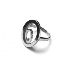 Owalny pierścionek z kamieniem
