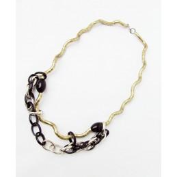 Halskette mit Schmuck