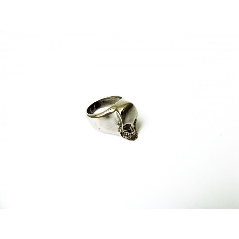 Prsten lebka z chirurugké oceli