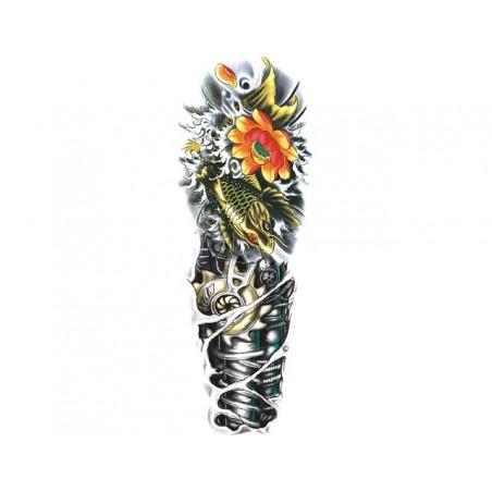 Tetovací rukáv, barevné falešné tetování na paži, stehno, lýtko kontrast stroje a příroda