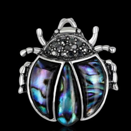 Brož opálová beruška, slunéčko sedmitečné, z mušle
