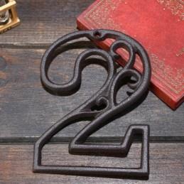 Litinové, železné číslo 2, dekorace na dům, domovní číslo na hřebík