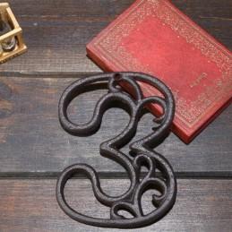 Litinové, železné číslo 3, dekorace na dům, domovní číslo na hřebík