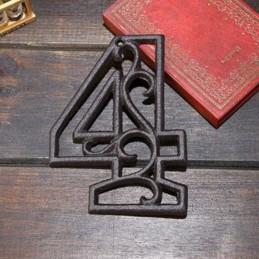 Litinové, železné číslo 4, dekorace na dům, domovní číslo na hřebík