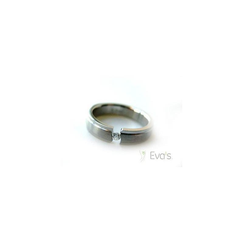 Prsten z chirurgické oceli, vsazený zirkon