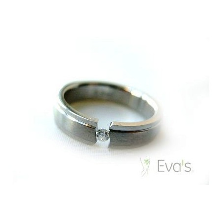 Prsten z chirurgické oceli vsazený zirkon
