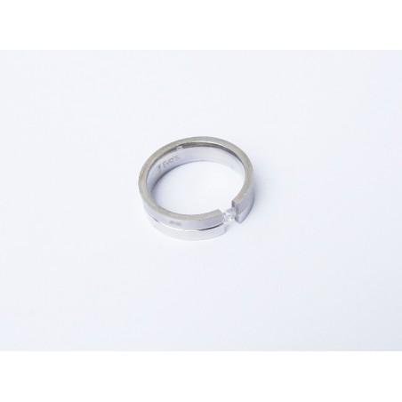 Ring aus glänzendem Edelstahl