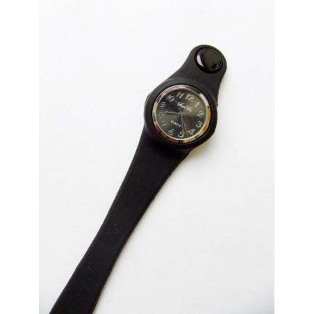 Černé silikonové hodinky