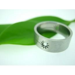 Ring mit einem Schnitt Motiv Sonne