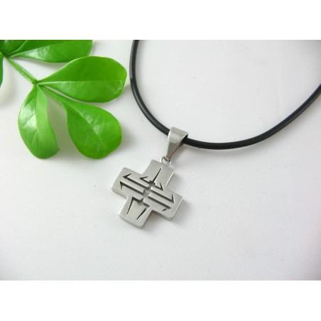 Prívesok krížik z chirurgickej ocele s ornamentom