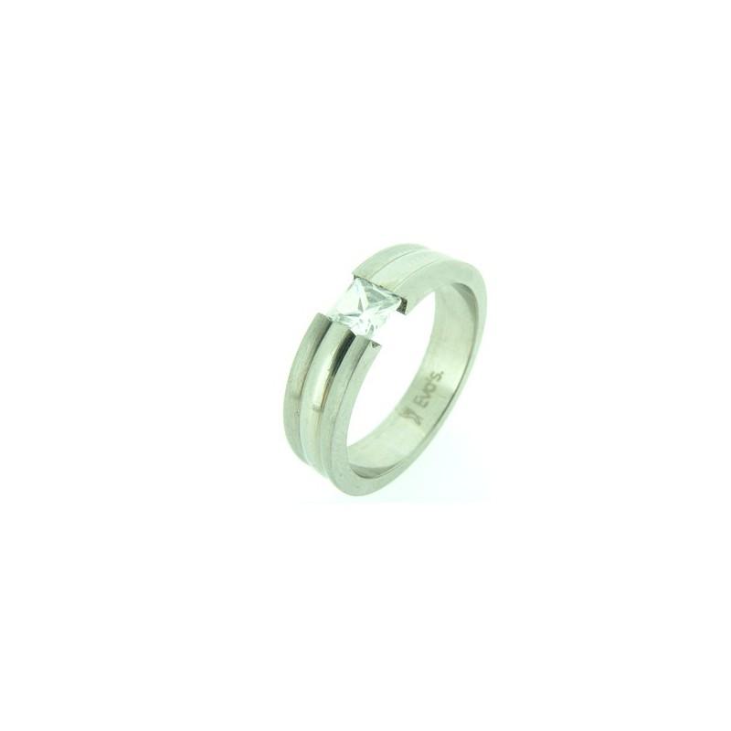 Prsten z oceli se zasazeným kamínkem