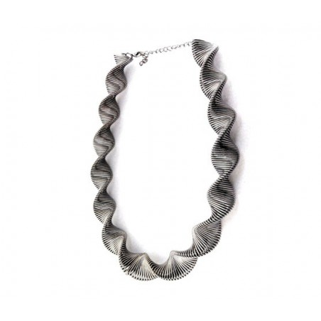 Extravagantní pružinový náhrdelník