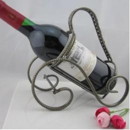 Bronzový stojan na víno ve starodávném stylu