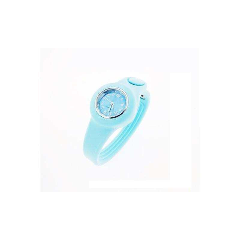 Světle modré hodinky ze silikonu