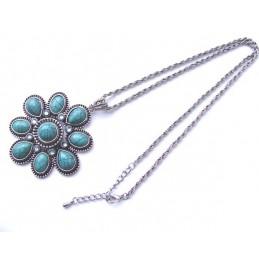 Halskette mit türkisfarbenen Steinen