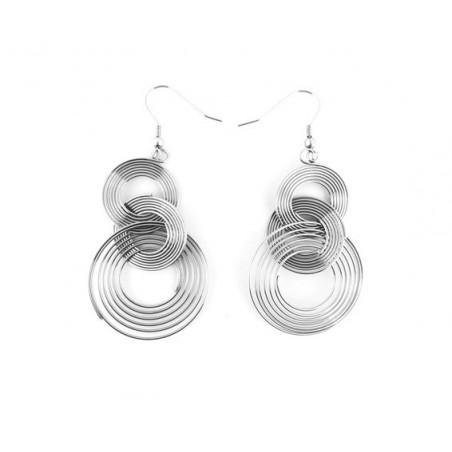 Schöne hängende Ohrringe