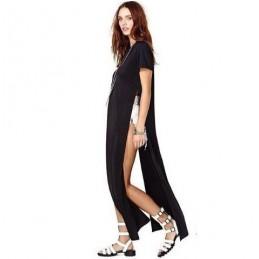 Kleid mit einem langen Schlitz
