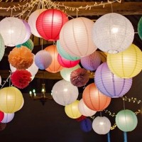 Závěsné barevné lampiony